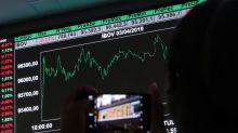Ibovespa tem leve queda puxado por Petrobras e JBS