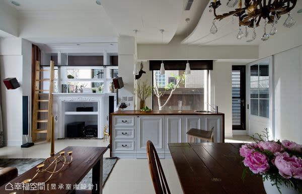 明亮舒適的吧台區,乃原建築體的廚房空間,為引入更多光源,盡收庭園裡的櫻花樹景,將後端窗戶加大,讓餐廳與吧台緊密串連,映襯出開敞大器的空間質感。