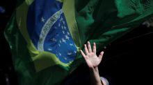De retroescavadeira a veterinário na Saúde: quem explica o Brasil?