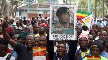 Mugabe dimite como presidente de Zimbabue acabando mandato de cuatro décadas