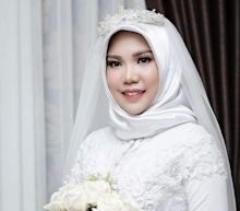 Indonesian woman who lost fiance on Lion Air flight has wedding pictures alone