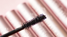 'It looks like false lashes': Shoppers can't get enough of this cheeky $32 mascara