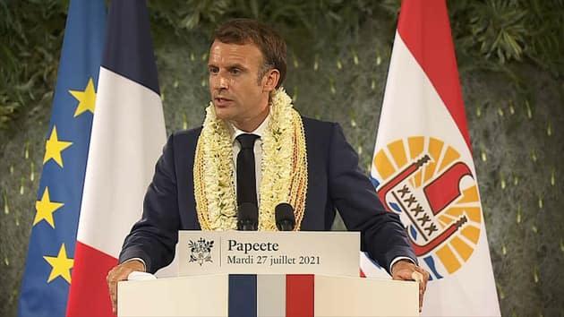"""Essais nucléaires: pour Emmanuel Macron, la France """"a une dette"""" envers la Polynésie française"""