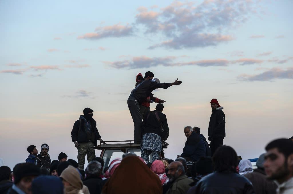 Syrians fleeing the embattled city of Aleppo wait in Bab-Al Salama, near the Turkish border (AFP Photo/Bulent Kilic)