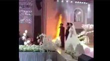 Novios ni se inmutan ante el incendio de su propia boda