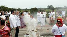 (FOTOS) AMLO en el ritual indígena a la 'Madre Tierra' para hacer el 'Tren Maya'