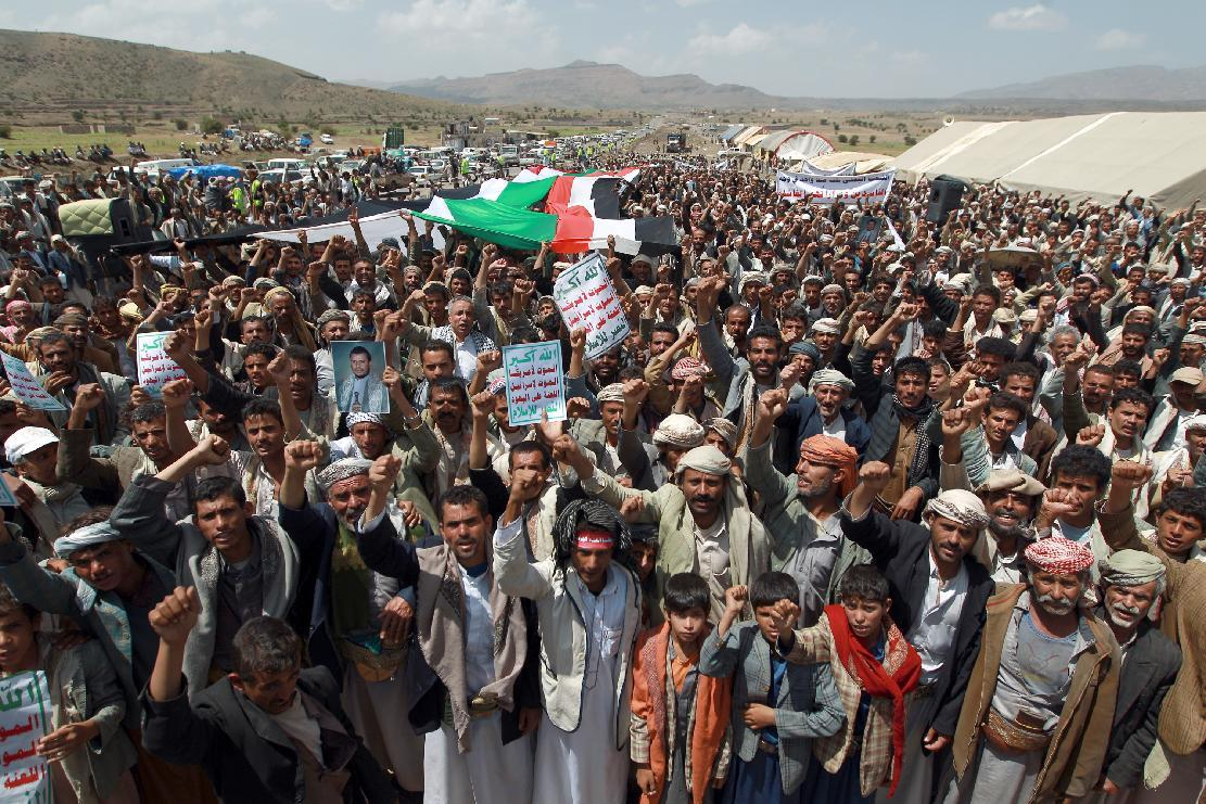 Yemeni protesters march during a demonstration organized by the Shiite Huthi movement to demand the government to rescind a decision to curb fuel subsidies on August 20, 2014, some 10 kilometres (six miles) from Sanaa International Airport (AFP Photo/Mohammed Huwais)