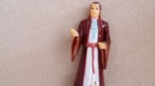 Grandma prays to Elrond from Lord of the Rings thinking it's Saint Anthony
