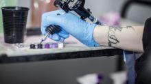Une femme qui s'est fait tatouer les yeux est restée aveugle pendant trois semaines