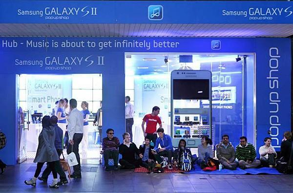 Samsung crashes iPhone 4S block party, lures Aussies with $2 Galaxy S IIs