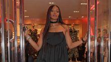Naomi Campbell no acierta con este look en la Fashion For Relief