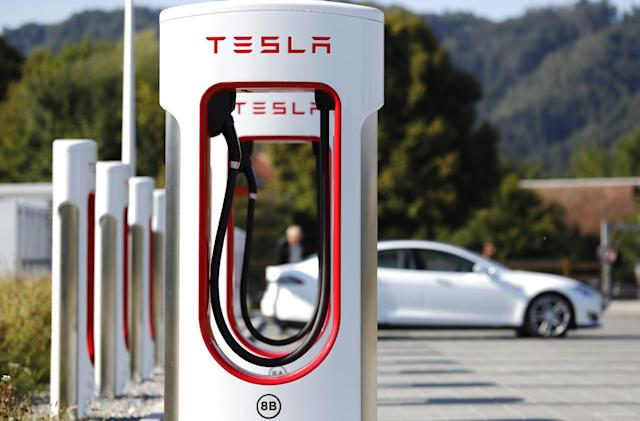 Tesla plans to roll out its next-gen Supercharger in 2019