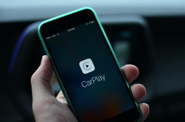 Apple CarPlay now supports Google Play Music