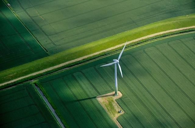 UK government pulls support for new onshore wind farms