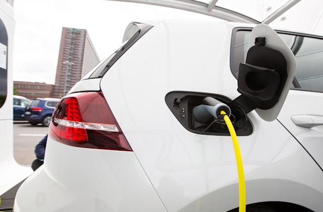 Apple reportedly looks into making electric car charging stations