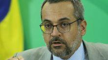 Governo brasileiro pediu visto para Weintraub entrar nos EUA com dados de passaporte diplomático