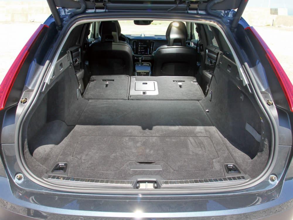 行李廂在後排座椅傾倒之下,可擴增至1526公升。