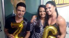Graciele Lacerda e Zezé Di Camargo posam com fã que tatuou nome do casal no braço