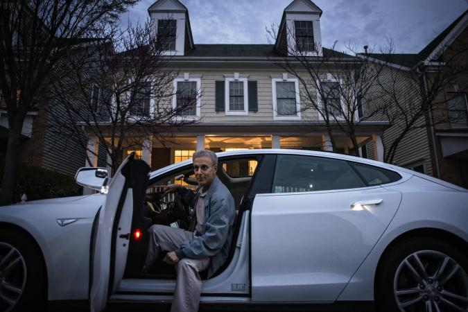 Tesla's Model S now drives up to meet you