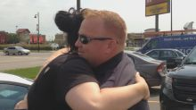 Minnesota Police Officer Spent Last Day on the Job Giving Gift Cards to Strangers