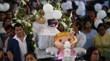 Miles despiden a niña asesinada en México mientras mujeres protestan