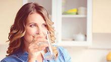 Anti-âge : voici ce qui arrive à notre peau lorsqu'on boit beaucoup d'eau