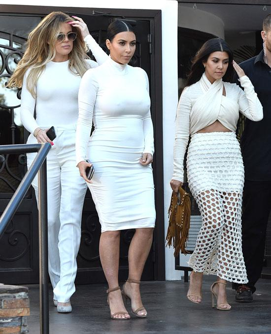 Khloe Kardashian Makes First Public Appearance Since: Kourtney Kardashian Steps Out For First Time Since Split
