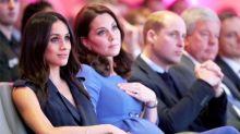 避免走光的尷尬:跟凱特皇妃、Meghan 學習優雅的「Duchess Slant」坐姿
