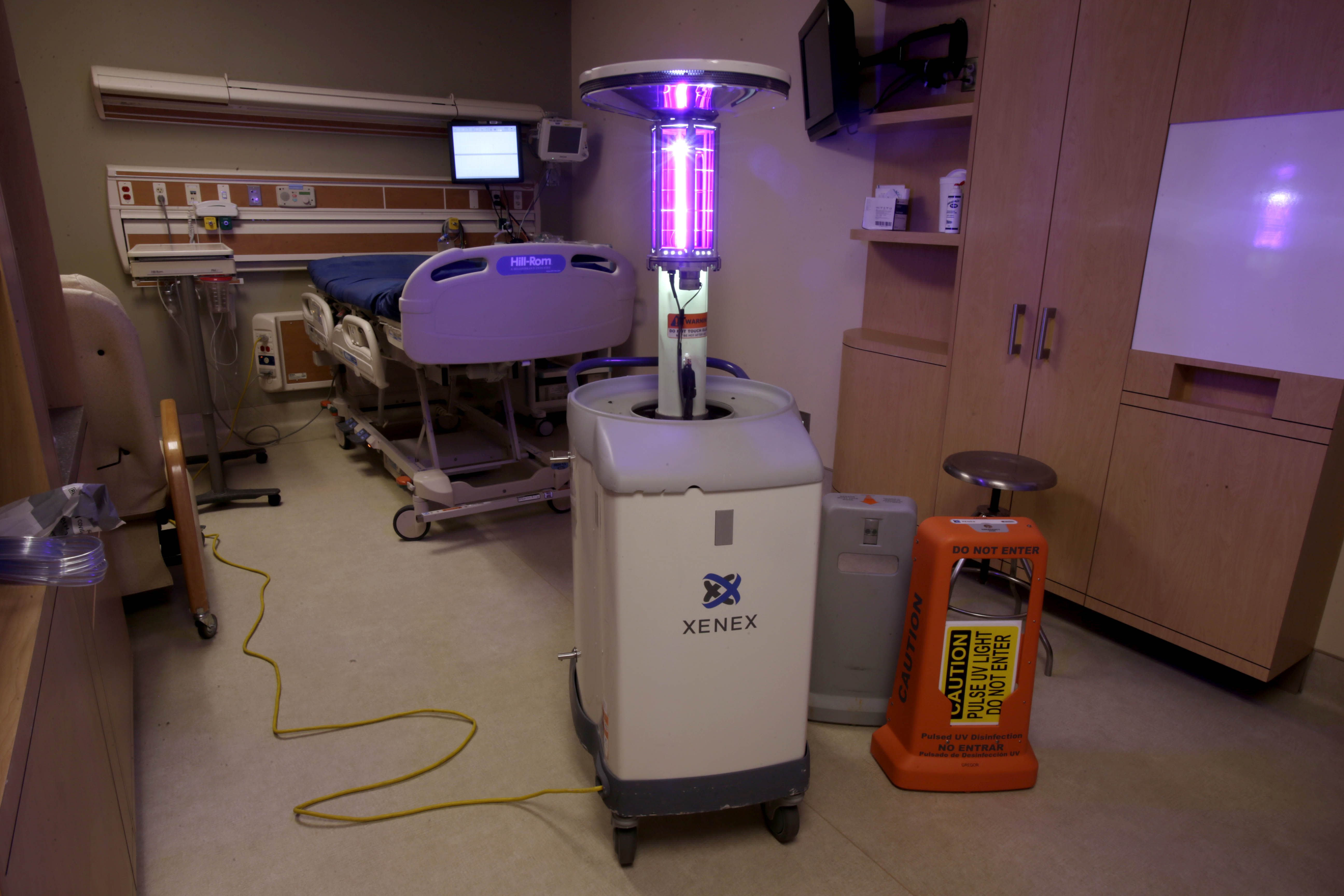 Germ zapping robots hospitals combat superbugs ccuart Choice Image