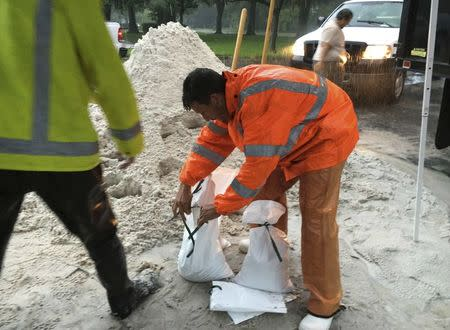 A city worker fills sandbags to help residents prepare for an expected tropical storm in Gulfport, Florida, U.S., October 31, 2016. REUTERS/Letitia Stein