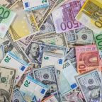 EUR/USD Price Forecast – EUR/USD Trades Range Bound Amid Political Woes From Both Sides of Atlantic