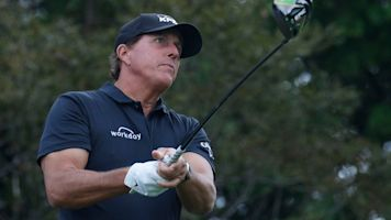 Mickelson hits flagstick on par 4, nearly aces it