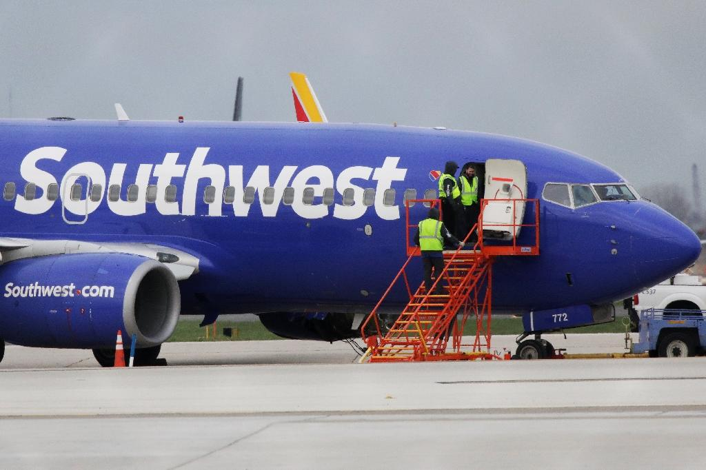 A Southwest Airlines jet sits on the runway at Philadelphia International Airport after it was forced to land with an engine failure, in Philadelphia, Pennsylvania, on April 17, 2018 (AFP Photo/DOMINICK REUTER)