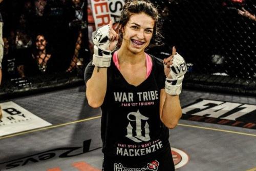 Mackenzie Dern venceu sua terceira luta de MMA - Divulgação