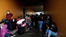 Desalojan de terminal a nicaragüenses que querían salir en caravana de Panamá