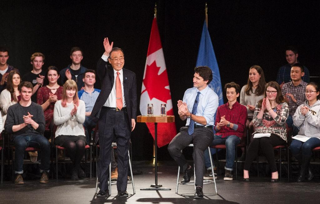Canadian Prime Minister Justin Trudeau (R) participates in a student assembly with United Nations Secretary-General Ban Ki-moon at Glebe Collegiate Institute in Ottawa, Ontario on February 11, 2016 (AFP Photo/Chris Roussakis )