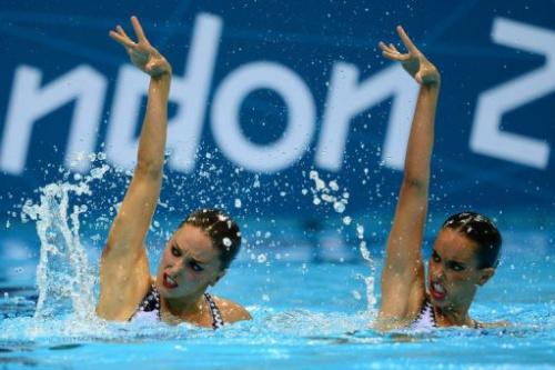 Las nadadoras españolas de sincronizada Andrea Fuentes y Ona Carbonell, el domingo en Londres.