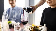 Unas manchas de vino le pueden costar a un camarero 30.000 dólares