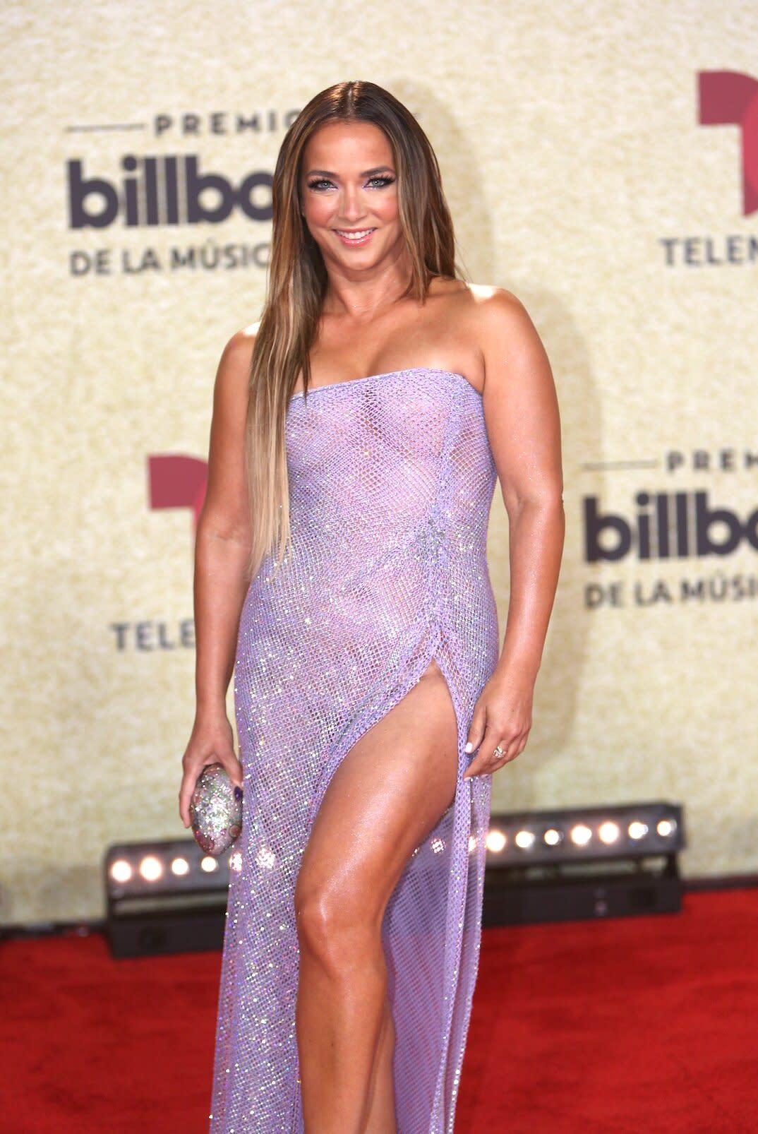 Todos los detalles del look de belleza de Adamari López en los premios Billboard