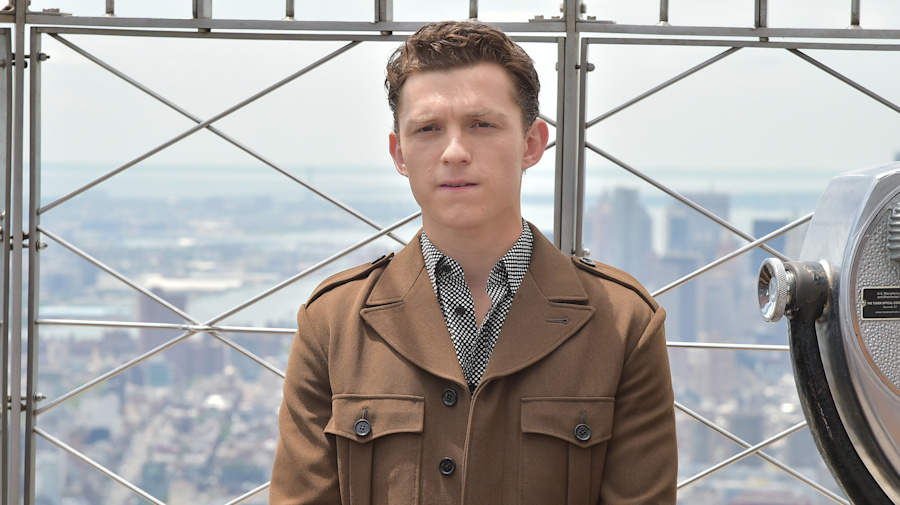 Tom Holland threatens autograph hunters who were crushing a girl