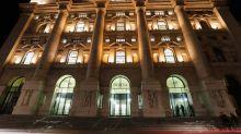 Borsa Milano in netto calo, vendite su lusso e industria