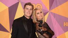 Chris Zylka sigue 'perdidamente' enamorado de Paris Hilton