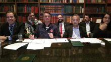 Bolsonaro diz que deu 'carta de alforria' aos clubes de futebol
