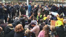 """VIDEOS. """"Gilets jaunes"""" : les Galeries Lafayette à Paris fermées pour la journée après l'évacuation de dizaines de manifestants"""