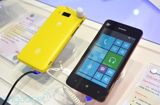 Huawei Ascend W2 shows up prematurely, packs color-matching backlit soft keys (hands-on)