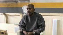 Kanye West reaparece tras crisis nerviosa rubio y sin Kim