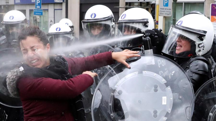 El negocio floreciente de los gases lacrimógenos y las armas no letales