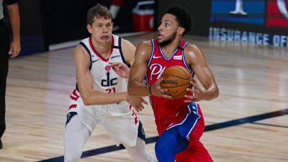 Simmons leaves 76ers game with knee injury