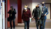 """L'epidemia accelera in Germania e Berlino si blinda: 13 Regioni italiane """"ad alto rischio"""" Covid"""