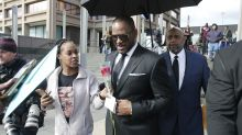 R. Kelly charged fans $100 and performed for 28 seconds after asking media to go easy on him